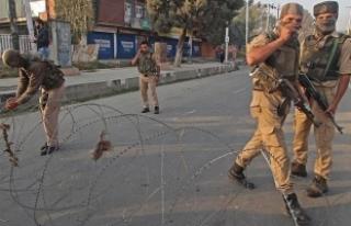 Keşmir'de 2 çocuk hayatını kaybetti