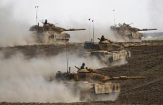Türk ve Irak askerleri Halil İbrahim Sınır Kapısı'na...