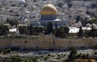 Yüzlerce fanatik Yahudi Mescid-i Aksa'ya baskın...