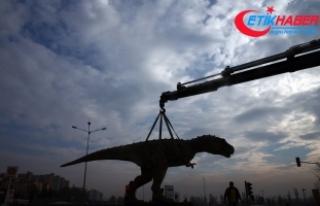 AOÇ kavşağındaki dinozor maketi kaldırıldı