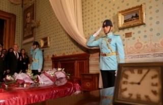 Atatürk'ün Dolmabahçe Sarayı'ndaki odasında...