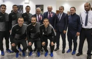 Başbakan Yıldırım, İETT Futbol Takımı'nı...