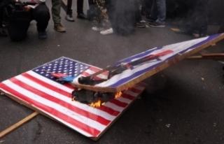 İran'da ABD elçiliği önünde füzeli gösteri