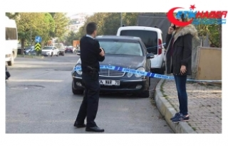 Kadıköy'de lüks otomobilde başından vurulmuş...
