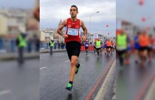 Maratondaki bir fotoğraf 11787 göğüs numaralı...