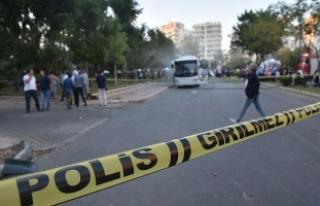 Mersin'de polis servis aracına bombalı saldırıda...