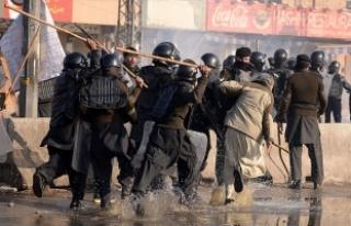 Pakistan'da protestoculara müdahale durduruldu