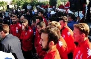 Samsunspor otobüsü yoldan döndü! Takdirlik hareket