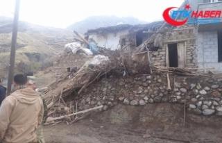 Siirt'te iki katlı kerpiç ev çöktü: 3 ölü,...