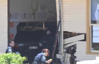Sydney'de otomobil sınıfa girdi, 2 öğrenci öldü