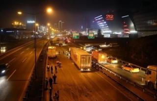 TEM Otoyolu'nda zincirleme trafik kazası: 3...