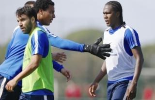 Trabzonspor'da Volkan Şen ile Rodallega'a...