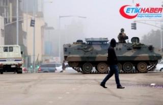 Zimbabve'de askeri hareketlilik sürüyor