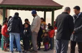 43 Iraklı, 14 kişilik minibüsle Ankara'ya...