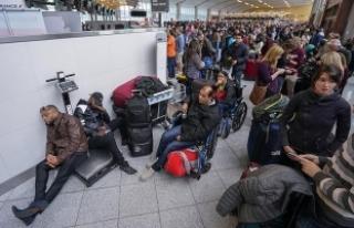 ABD'de binlerce yolcu havalimanında mahsur kaldı