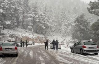 Bingöl'de kar nedeniyle 70 köy yolu ulaşıma...