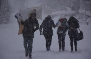 Ardahan'da okullar kar yağışı nedeniyle tatil...
