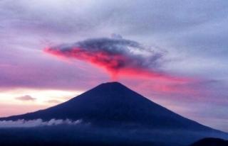 Filipinler'in en büyük yanardağı patladı
