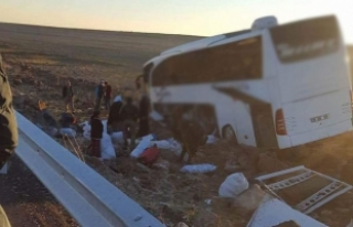 Diyarbakır'da yolcu otobüsü kaza yaptı: 6...