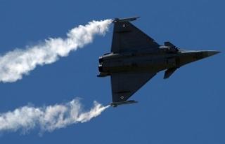 Fransa Doğu Akdeniz'den iki savaş uçağını...