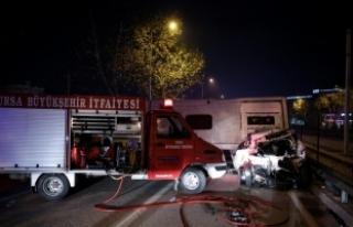 Bursa'da işçileri taşıyan midibüs devrildi:...