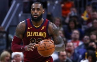 LeBron James'ten peş peşe üçüncü 'triple...