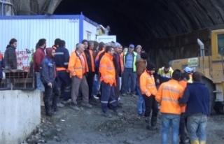 Rize'de Salarha Tüneli inşaatı çalışanları...