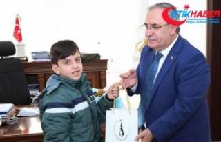 12 yaşındaki Yakup Mehmetçiğe harçlıklarını...