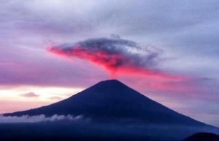 Agung Yanardağı yeniden kül ve duman püskürtmeye...