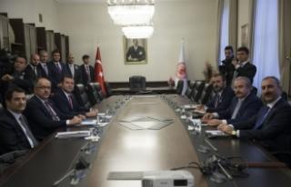 AK Parti-MHP İttifak Komisyonu Mecliste bir araya...
