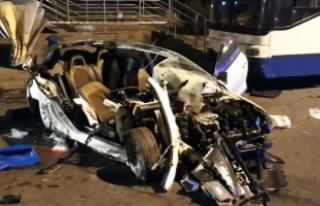 Ankara'da otomobil, otobüse çarptı: 2 ölü,...