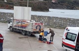 Avşa'da liman görevlisi kamyonetin altında...