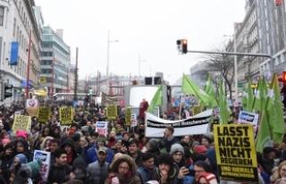 Avusturya'da 60 bin kişi yeni hükümeti protesto...