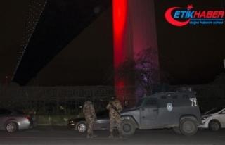 Beşiktaş'ta eğlence merkezi önünde silahlı...