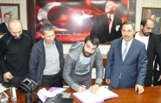 Engin Baytar amatör futbol takımına imza attı