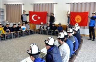 Kırgız çocuklar Türk ordusu için dua etti