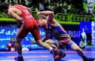 Milli güreşçi Ekrem Öztürk, İran'dan altın...