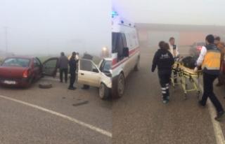 Sakarya'da sis kazaya yol açtı: 2 yaralı