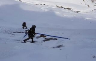 Van'da PKK'lıların su hattı çektiği...