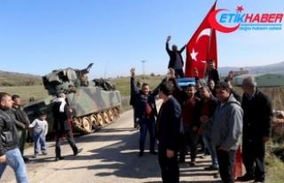 Vatandaşlar harekata katılan askerlere sevinç gösterisinde...
