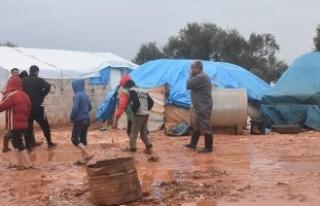 'Yağmur yağınca çadır üstümüze yıkılacak...