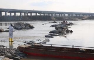 Meriç Nehri'nde kaçakları taşıyan bot battı:...