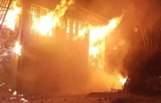 İzmir'de ambalaj fabrikasında patlama ve yangın