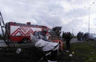 Pazarcık'ta, otomobil kamyona çarptı: 1 ölü,...