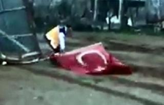 Ambulans şoförünün Türk bayrağı hassasiyeti