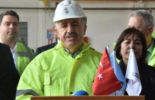 Bakan Arslan, İzmir'de havalimanında inceleme...