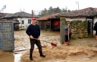 Edirne'de aşırı yağışlar su baskınlarına...