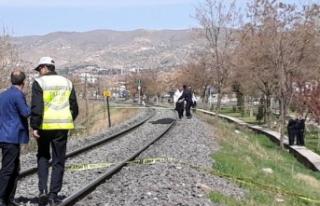 Elazığ'da trenin çarptığı kadın öldü