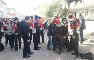 Halkevi kapatıldı, 13 üyesi gözaltına alındı