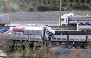 Kağıt gibi katlanan kamyondan kurtarıldı